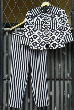 Blouse Batik, Batik Dress, Blouse Dress, Batik Fashion, Diy Fashion, Womens Fashion, Fashion Design, Batik Kebaya, Woman Style