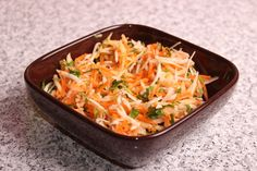 Salată de crudități Macaroni And Cheese, Cabbage, Bacon, Cupcake, Weight, Fancy, Vegetables, Ethnic Recipes, Fit