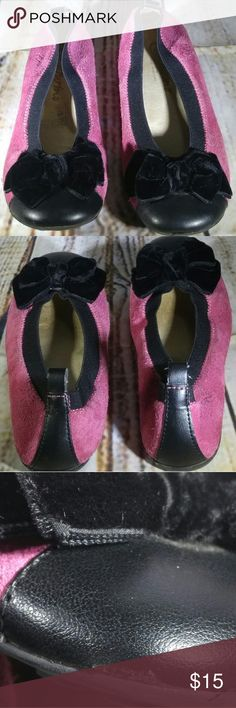 NATURINO PINK & BLACK CAP TOE LEATHER FLATS SHOES Offers Welcome!  BRAND:Naturino  CONDITION DESCRIPTION:Used condition, with general wear throughout shoes. Rubbed/worn areas on the velvet bows. Scuff on cap toe area of one shoe. Please view all pictures for more details.   SIZE:Little girls size 31 (EU) / size 13 (U.S.A)  COLOR:Pink, black  Colors shown in pictures may vary slightly from the actual item, due to different screen resolutions.  STYLE:Slip on flats  MATERIAL:Leather…