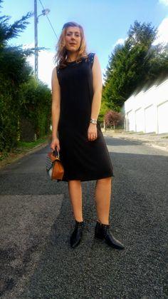 Comme @MissGlamazone on profite du soleil pour sortir jambes dénudées avec une petite robe BABOU à 15€ par exemple ! Vous noterez la finition au niveau des épaules avec des oeillets ;)