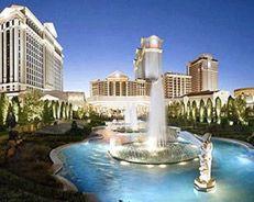 Caesars Palace Caesars Palace incluye un restaurante, bar junto a la piscina y bar o lounge. Servicio de habitaciones las 24 horas. http://lasvegasnespanol.com/en-las-vegas/caesars-palace/