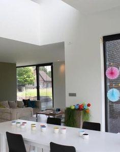 Nieuwbouw • modern • lichtkoepel • eetkamer • woonkamer • hoge ramen • Architect: Daan Van Troyen