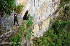 Na trilha da Ponte Inca, em Machu PIcchu, o caminho é tão estreito que uma corda fixada à parede ajuda a dar maior segurança: difícil é sair de perto dela