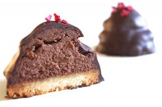 Sarah Bernhardt with marzipan base, almond extract and sukrin gold / alternative to brown sugar (translate) Real Food Recipes, Cookie Recipes, Dessert Recipes, Desserts, No Bake Cookies, No Bake Cake, Danish Food, Healthy Cake, Gluten Free Cakes