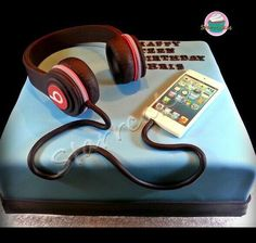 Ideas For Birthday Cake For Teens Boy Boys 18th Birthday Cake, Teenage Boy Birthday, Birthday Cakes For Teens, Cool Birthday Cakes, 25th Birthday, Teen Boy Cakes, Iphone Cake, 18th Cake, Music Cakes