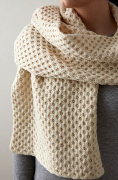 You'll be the bees-knees at your next outing with this delightful Honeycomb Wrap!