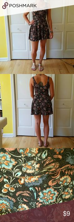UO ecote floral skater mini Comfy ecote dress from urban outfitters in a classic skater shape. Xs but fits small too, lots of stretch. Gently loved but still in great condition!  Elasticized waist. 95% cotton  5% spandex Urban Outfitters Dresses Mini