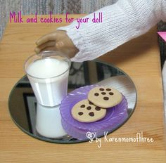 How to make a glass of milk for your dolls. Great tutorial for American Girl Doll accessories. American Girl Food, American Girl Parties, American Girl Crafts, Ag Doll Crafts, Diy Doll, Art Crafts, American Girl Accessories, Doll Accessories, Doll Party