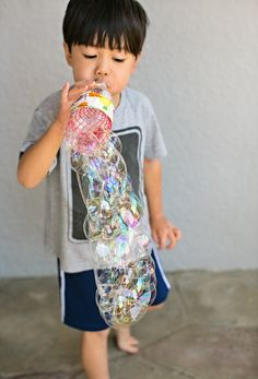 Diy recycled bottle bubble blower using recycled items recyc Recycled Toys, Recycled Bottles, Recycled Crafts, Recycled Projects Kids, Bubble Activities, Craft Activities For Kids, Bubble Games For Kids, Summer Crafts For Kids, Diy For Kids