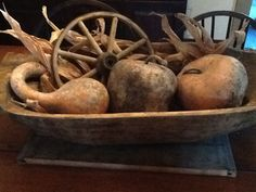 Trencher with gourds