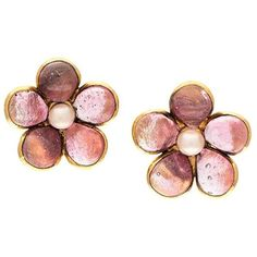 Pre-owned Chanel Vintage flower lip-on earrings (65.505 RUB) ❤ liked on Polyvore featuring jewelry, earrings, metallic, vintage clip earrings, round earrings, flower jewellery, vintage jewelry and pink earrings