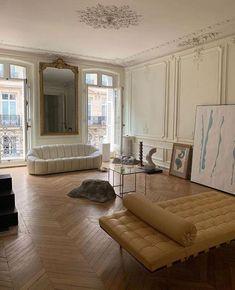 's dreamy Parisian interior to brighten your Tuesday. French Apartment, Parisian Apartment, Dream Apartment, Paris Apartment Interiors, Paris Apartments, Manhattan Apartment, Apartment Goals, 1 Bedroom Apartment, Dream Home Design