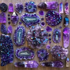 Amazing Secret Discovered by Middle-Aged Construction Worker Releases Healing Energy Through The Palm of His Hands. Cures Diseases and Ailments Just By Touching Them. And Even Heals People Over Vast Distances. Minerals And Gemstones, Rocks And Minerals, Crystal Aesthetic, Crystal Magic, Crystal Grid, Beautiful Rocks, Mineral Stone, Rocks And Gems, Crystal Collection