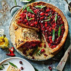 'Kerstmis is het perfecte excuus om tijd te besteden aan het maken van iets spectaculairs. deze versie van een feestelijke klassieker heeft kruimelig deeg en een kruidige cranberrytopping. Ga voor het vlees naar je slager...