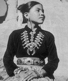 Turquoise Jewelry Native American How gorgeous is this young Navajo girl wearing a Native American Children, Native American Pictures, Native American Beauty, American Indian Art, Native American Tribes, Native American History, Native American Jewelry, American Indians, Native Americans