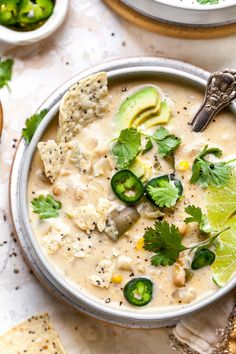 Creamy White Bean Enchilada Soup with green chiles and corn is the ultimate 30 minute vegetarian soup. Freezer-friendly and great for meal prep or easy weeknight dinner. White Bean Soup, White Beans, White Bean Chilli, Soup Recipes, Vegetarian Recipes, Vegetarian Cooking, Vegetarian Sandwiches, Dinner Recipes, Vegetarian Barbecue