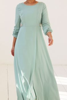 Islamitische mode. Pastel groene abaya dress in chiffon. Islamic fashion. www.moumina.com