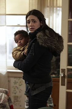 Emmy Rossum as Fiona Gallagher in Shameless US Liam Shameless, Shameless Tv Series, Series Movies, Movies And Tv Shows, South Side Chicago, G Dragon Fashion, Carl Gallagher, Cameron Monaghan, Emmy Rossum