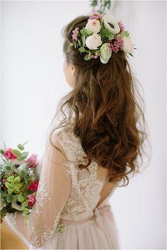 Wedding floral headpiece | Image by Studio Ohlala