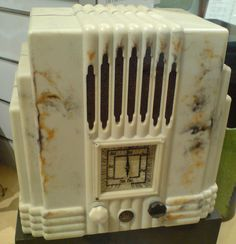 bakelite radio, via Flickr.
