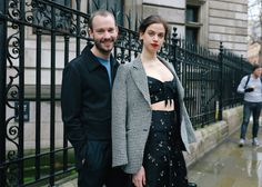 Phil Oh is on the ground in London to shoot the best looks outside Burberry, JW Anderson, and more of the top shows. Street Ware, Style Snaps, Erdem, Trends, London Fashion, Fashion Photo, Duster Coat, Runway, Blazer