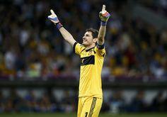 Iker Casillas // Euro 2012 Philipp Lahm, Xavi Hernandez, Penalty Kick, Euro 2012, Best Football Players, Free Kick, Goalkeeper, Cristiano Ronaldo, Dream Team