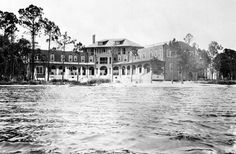 Valpariso Inn, Valpariso Fl.  Lived there in 77 until it caught fire.  Rumor was that Capone stayed here when he was on the lam back in the day.