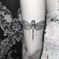 Done By @Mizoink  #flash #tattoo #tatuagem #libelula #firefly #fireflies #wings…