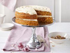 Täytetty porkkanakakku Piece Of Cakes, Pavlova, Dessert Recipes, Desserts, No Bake Cake, Vanilla Cake, Sweet Treats, Cupcakes, Sweets