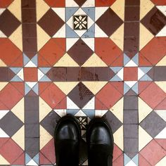 Always on the look out for pretty floors for my #artbeneathourfeet project! #tag yours to #artbeneathourfeet to be part of my art series. #ihavethisthingwithfloors #floor #fromwhereistand #exeter #southwest #feet #selfeet #ihaveathingwithfloors #ihavethisthingwithtiles #mosaic #pattern #boots #shopping #artproject #england #beautiful #tiles #tileaddiction #tiletuesday