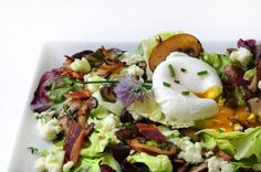 Mushroom salad with bacon vinaigrette, blue cheese & poached egg