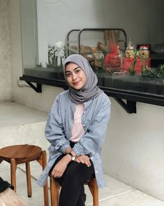 "Dianty Annisa di Instagram ""You think you flower?"" Modest Fashion Hijab, Modern Hijab Fashion, Casual Hijab Outfit, Hijab Fashion Inspiration, Ootd Hijab, Casual Work Outfits, Muslim Fashion, Style Hijab Simple, Fashion 2020"