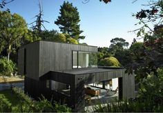 Waiatarua House by Hamish Monk Architecture. (via Waiatarua House by Hamish Monk Architecture Residential Architecture, Interior Architecture, Modern Interior, Casas Containers, New Zealand Houses, Beautiful Home Designs, Exterior Cladding, Wall Exterior, Modern House Design
