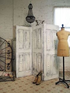 40 Creative Ways to Repurposed an Old Door - Vintage furniture that reuses and recycles old wood doors looks attractive and original. Creative recycled crafts and furniture design projects offer great inspiration for recycled old door tables by Joey Repurposed Furniture, Painted Furniture, Diy Furniture, Repurposed Doors, Furniture Design, Refurbished Furniture, Vintage Furniture, Room Divider Doors, Diy Room Divider