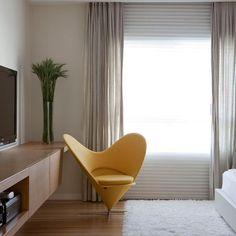 cortina em linho cinza e persiana branca na mesma janela