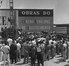 Avenida Brasil (Rio de Janeiro) - SkyscraperCity  O Mercado São Sebastião foi um marco na história da via expressa por ser uma central de abastecimento. Foto: A. Vale/Agência O Globo.