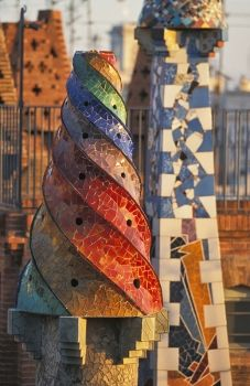 Gaudi, Europe i like the way he did the colorful swirly. Architecture Antique, Amazing Architecture, Art And Architecture, Architecture Details, Unusual Buildings, Beautiful Buildings, Modern Buildings, Art Nouveau, Hotel W