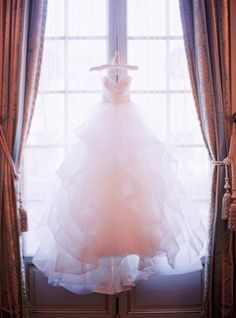 Photography: Le Secret d'Audrey - lesecretdaudrey.com   Read More on SMP: http://www.stylemepretty.com/destination-weddings/france-weddings/2016/06/10/this-paris-wedding-will-make-you-believe-in-love-at-first-sight/