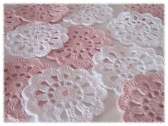 I love the cute pink bead in the center. Diy Crochet Doilies, Crochet Hooks, Free Crochet, Knit Crochet, Knit Basket, Crochet World, Crafts To Do, Knitting Yarn, Crochet Projects