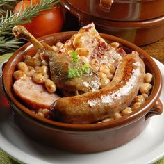 Cassoulet with duck confit Rougie france-eurofood-depot-french-food-san-diego-french-grocery-california Absolutely divine! This cassoulet is ready to eat and its taste is incredible! Classic French Dishes, French Food, Healthy Crockpot Recipes, Cooking Recipes, Le Cassoulet, Duck Confit, Fast Food, Pork Dishes, Mexican Food Recipes