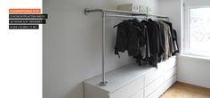Begehbarer Kleiderschrank - Kleiderstange auf Sideboard