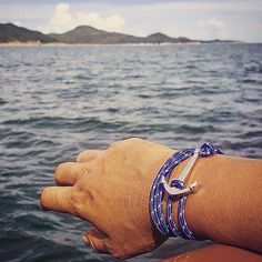 hitting the high seas with the Art anchor bracelet Classy Casual, Classy Dress, Seas, Well Dressed, Anchor, Casual Outfits, Mens Fashion, Lady, Bracelets