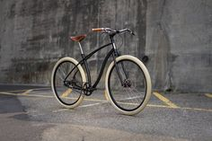 - Meet the new Budnitz Model the latest evolution of our ultimate all-around city bicycle - Honey Bycicle Vintage, Bycicle Art Cool Bicycles, Vintage Bicycles, Bmx, Bicycle Store, Bicycle Workout, Fixed Bike, Fixed Gear, Belt Drive, Bicycle Maintenance