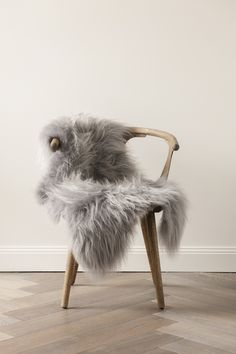 Image of Silver Icelandic Sheepskin Scandinavian interior Decorating Your Home, Interior Decorating, Interior Design, Design Scandinavian, Sheepskin Throw, Home And Deco, Wishbone Chair, My New Room, Home Decor Inspiration