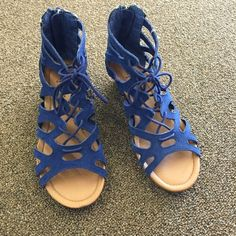 Sunday sale Last pair! New with tags Minnetonka Shoes Sandals
