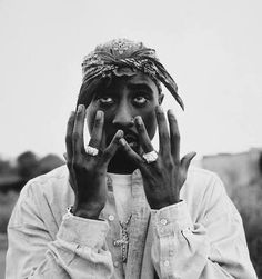 hip hop rap R.P Tupac thug life tupac shakur makaveli shakur The king hiphop-my-life Hip Hop Artists, Music Artists, Tupac Wallpaper, Sunset Wallpaper, Tupac Pictures, 2pac Images, Arte Hip Hop, Foto Top, All Eyez On Me