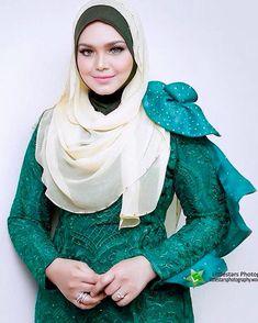 Siti Nurhaliza, Diy Home Crafts, Turban, Hijab Fashion, Singer, Celebrities, Beautiful, Style, Swag