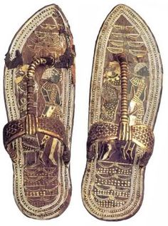 We thought these were cool. These are a pair of Ancient Egyptian sandals. Ancient Egyptian Artifacts, Egyptian Kings, Ancient History, Egyptian Fashion, Kairo, Old Shoes, Ancient Civilizations, Belle Epoque, Archaeology