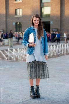 Over-sized layers and a flowing skirt plus some chunky boots. Perf. #denim #fallstyle