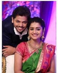 Indian Wedding Poses, Indian Wedding Couple Photography, Indian Bridal Photos, Bride Photography, Couple Photography Poses, Photography Ideas, Photo Poses For Couples, Couple Photoshoot Poses, Bridal Photoshoot